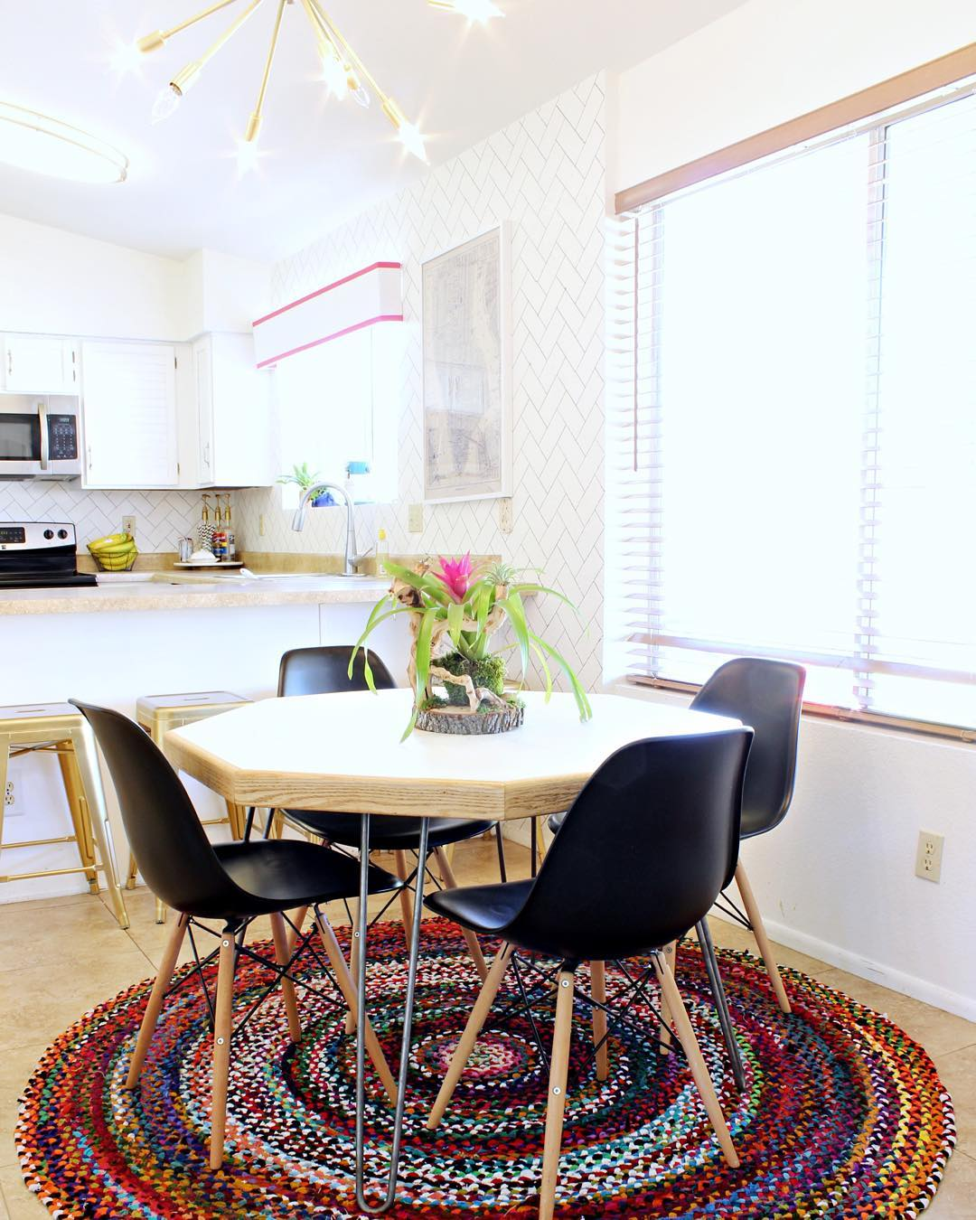 """Finally sharing my dining room makeover on the blog today! It's more of an eat-in kitchen than a """"room"""" but whatevs! Tap pic for sources!"""