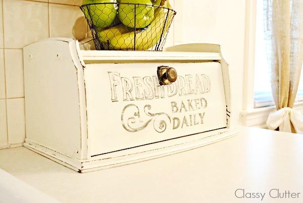 Cute bread box