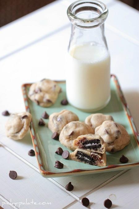 Itty-Bitty-Oreo-Stuffed-Chocolate-Chip-Cookies-109sm