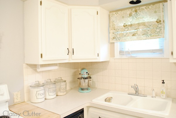 5 ways to make a tiny kitchen look and feel larger Best white paint for kitchen cabinets behr