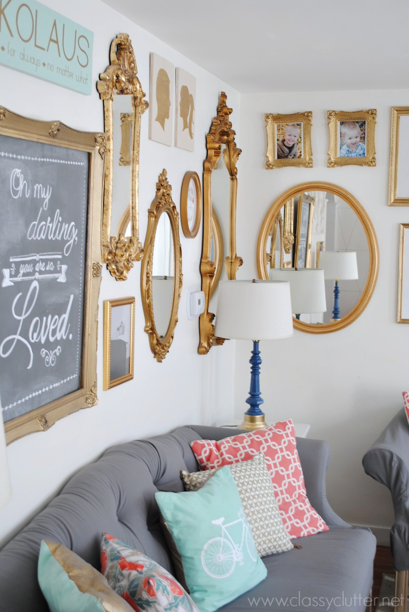 Gold gallery wall - Photo decoration on wall ...