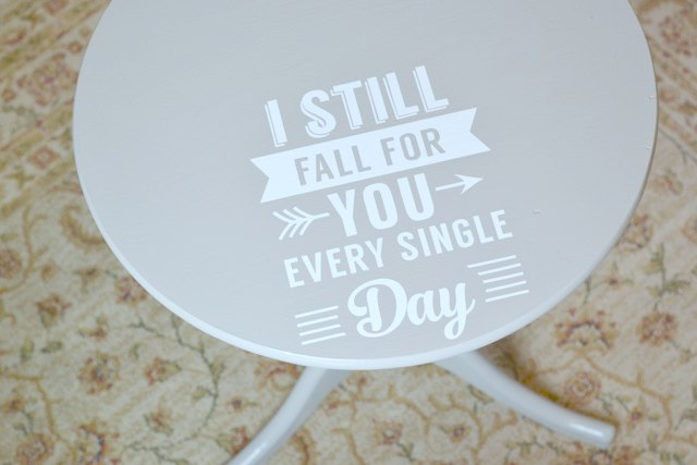 Graphic-painted-table-DIY3