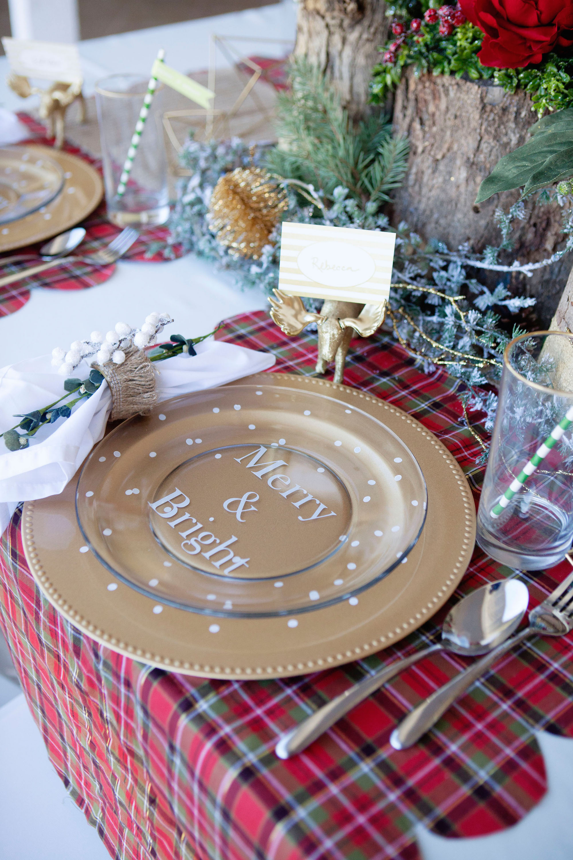 How to dress up a plain plate and gold charger Christmas table dressing