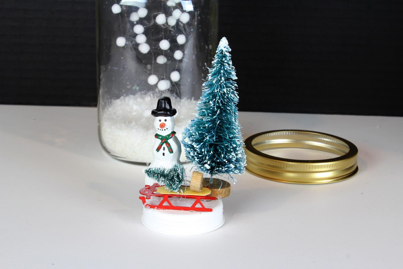 Падающий снег в банке своими рукам