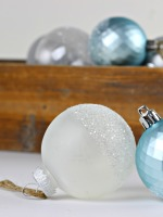 Glitter-Dipped-Ornaments_5