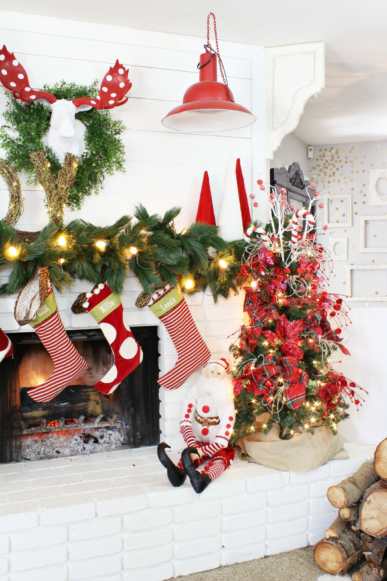 How To Decorate A Brown Living Room: How To Decorate A Mantel For Christmas