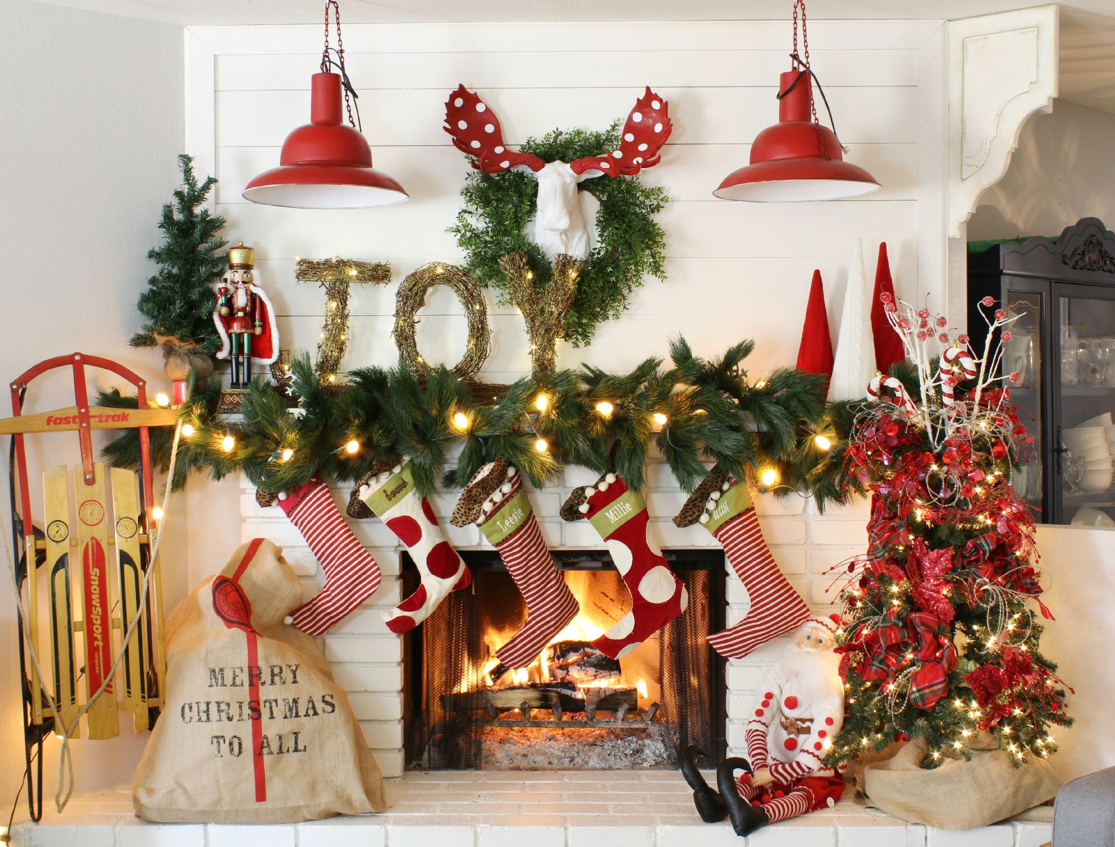 how to decorate a mantel for christmas. Black Bedroom Furniture Sets. Home Design Ideas