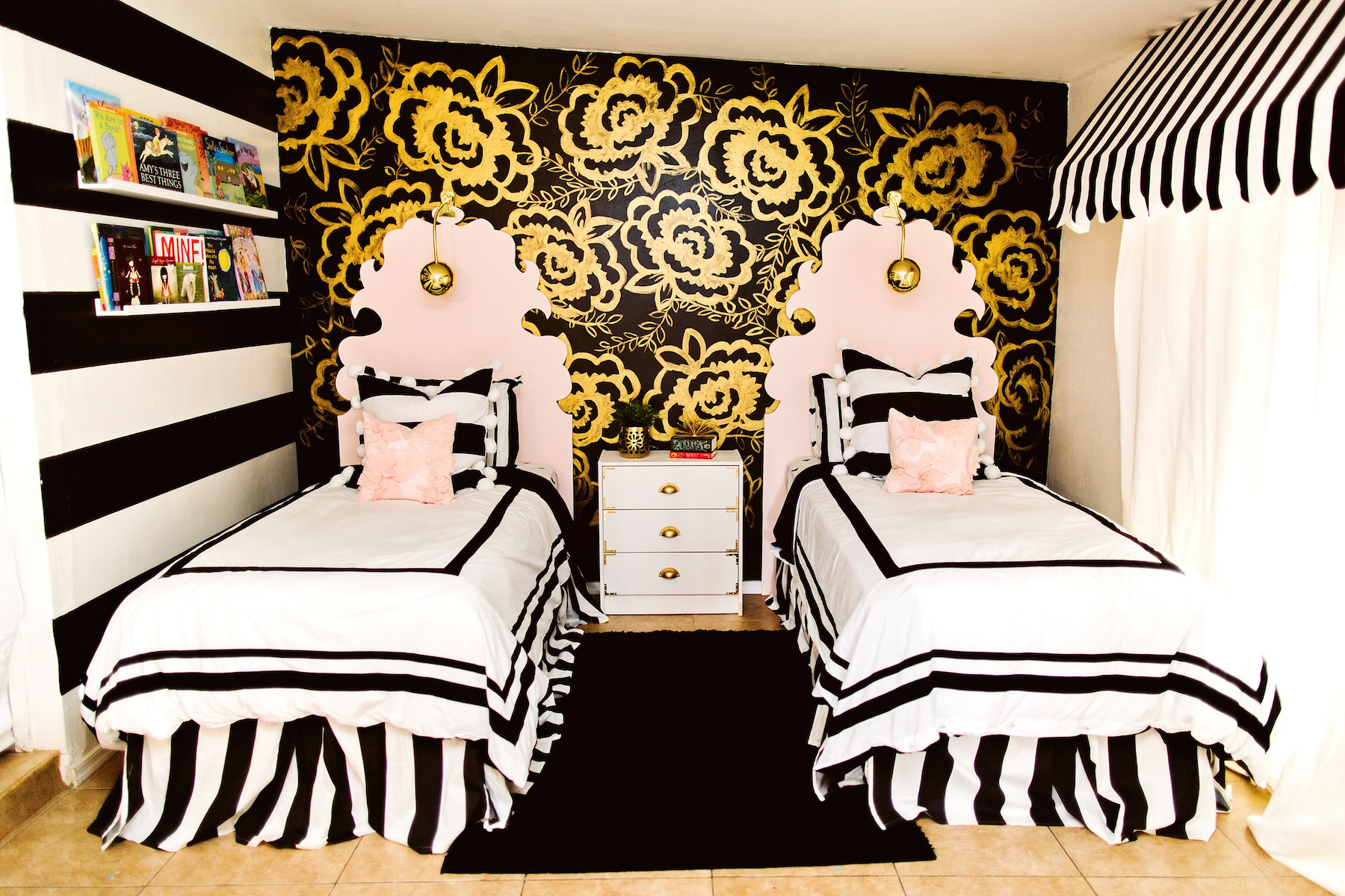 black and gold girls bedroom. Black Bedroom Furniture Sets. Home Design Ideas