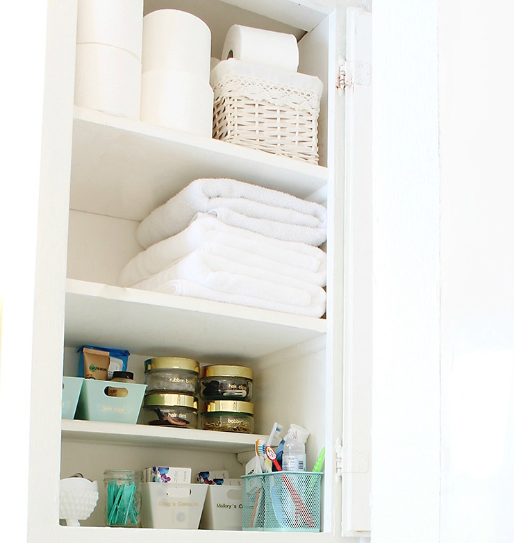 How to organize your bathroom - www.classyclutter.net