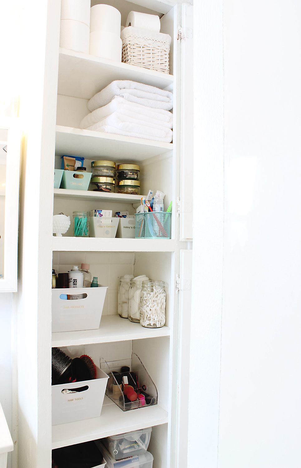 How to organize your bathroom in 3 easy steps classy clutter for How to organize your closets