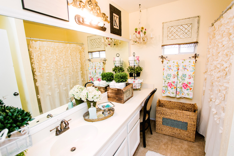 The feeling in my bathroom is like a breath of fresh air. The colorful and bright towels are super fun. The added such a great pop of color. & How to update your Bathroom with Accessories - Classy Clutter
