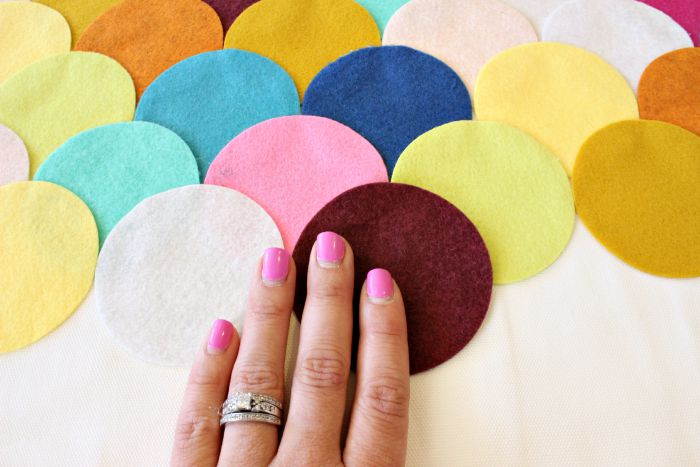 Felt Scalloped Pillow_8