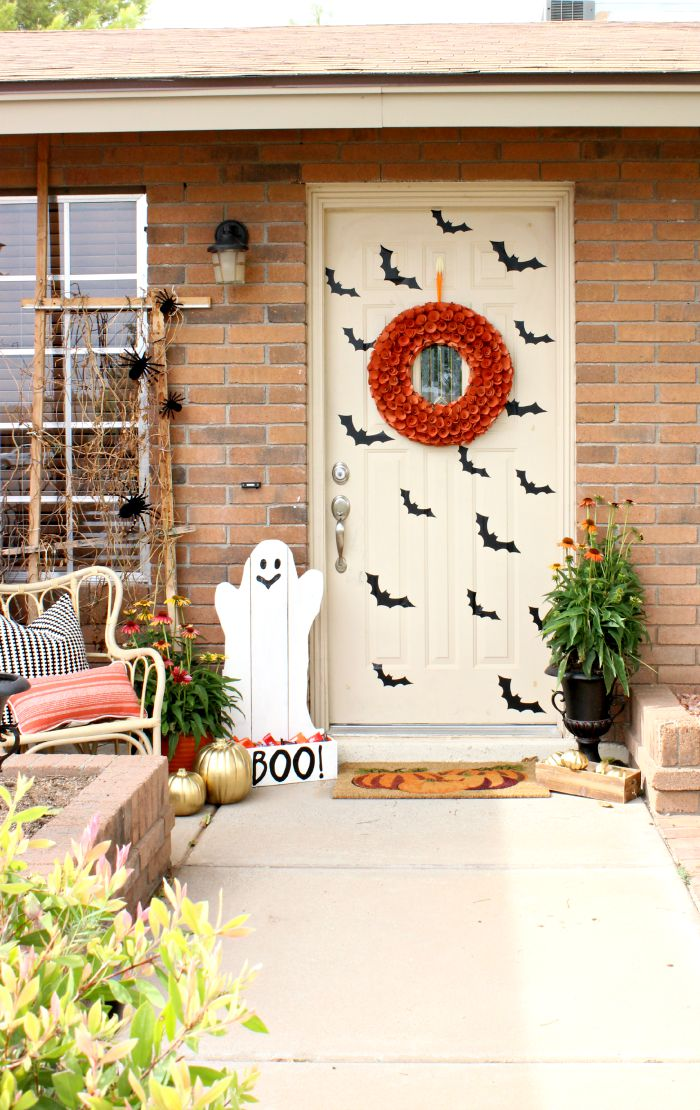 Halloween Front Porch Decor - www.classyclutter.net