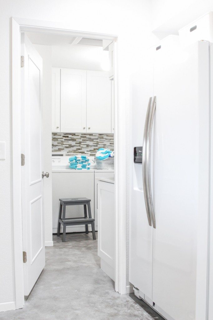 I want a bright laundry room like this!