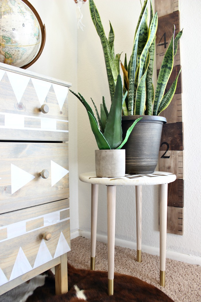 diy projects diy plant stand classy clutter. Black Bedroom Furniture Sets. Home Design Ideas