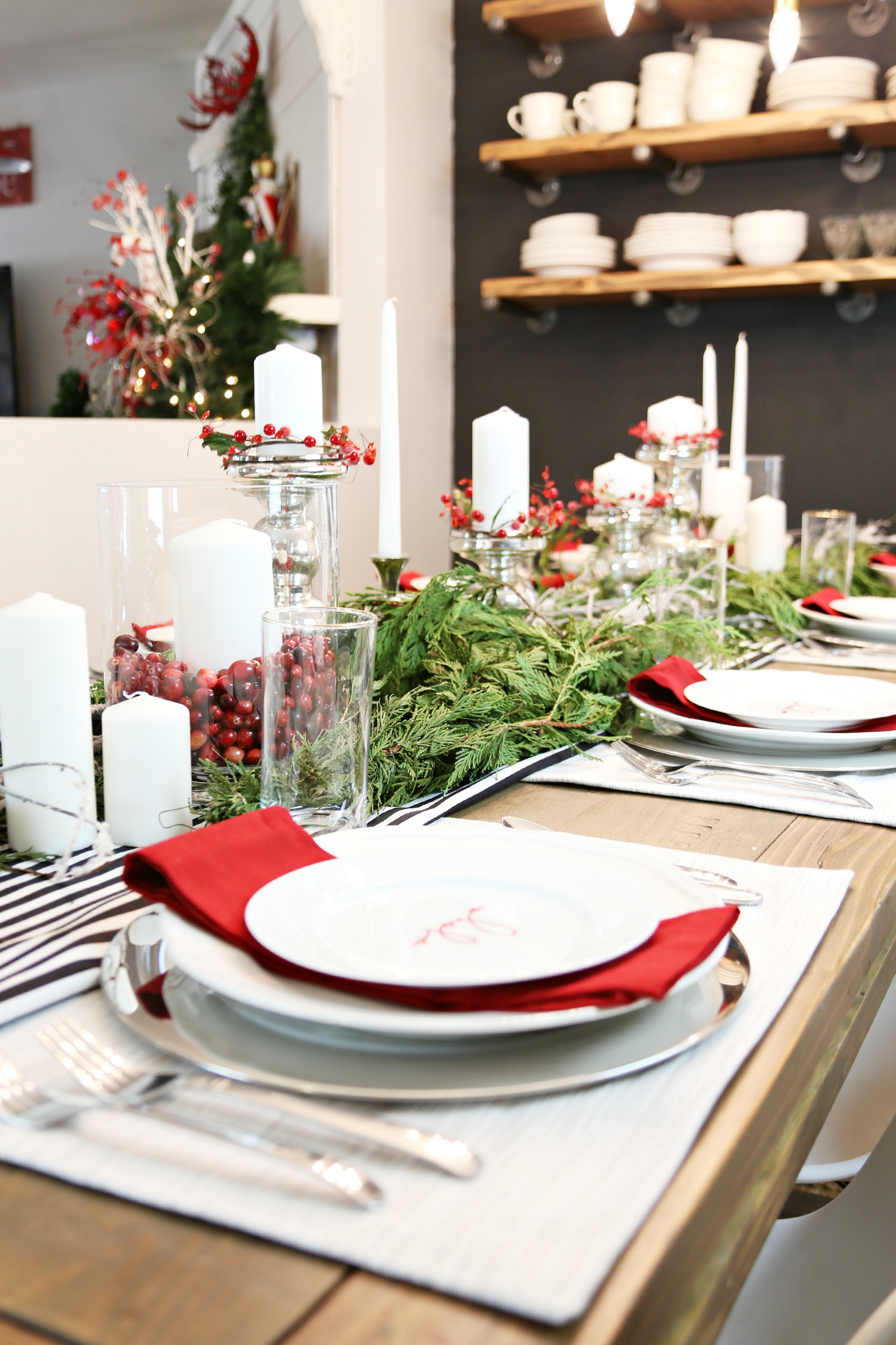 festive tablescape for a holiday dinner party classy clutter. Black Bedroom Furniture Sets. Home Design Ideas