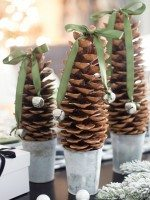 DIY-Pinecone-Trees-Christmas-Decor-2