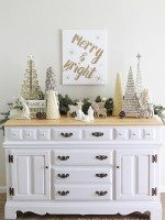 Merry-and-Bright-Christmas-Vignette-by-Blooming-Homestead-Blog2