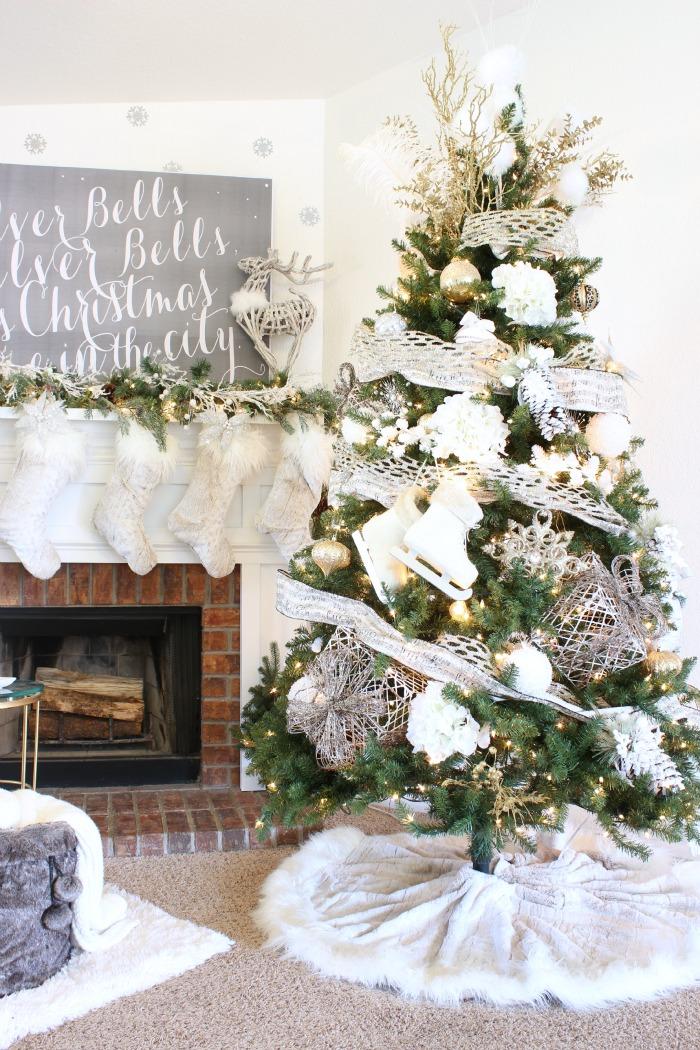 Wintery White Christmas Tree