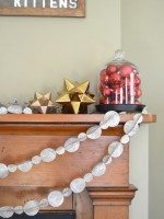 paper-garland-on-mantel