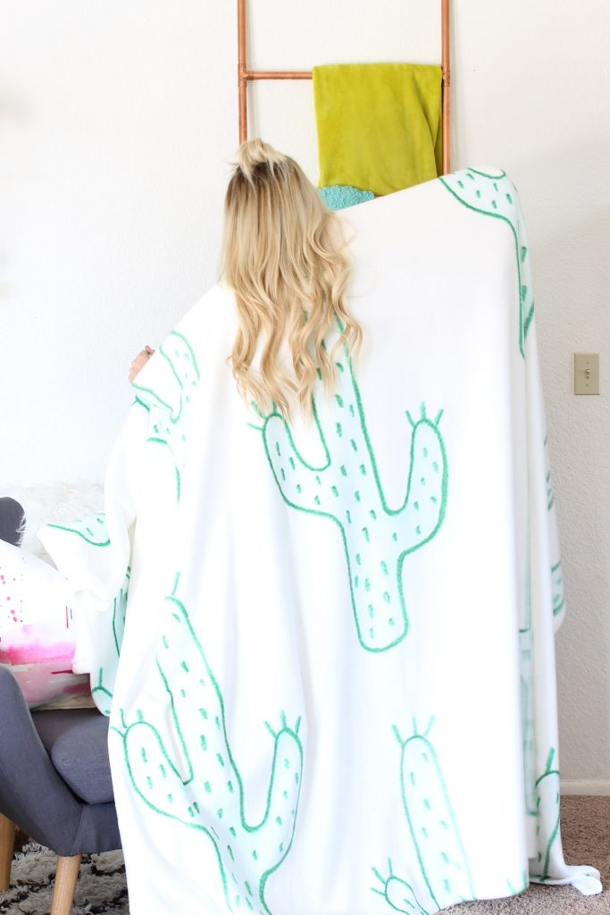 Love this amazing cactus blanket!
