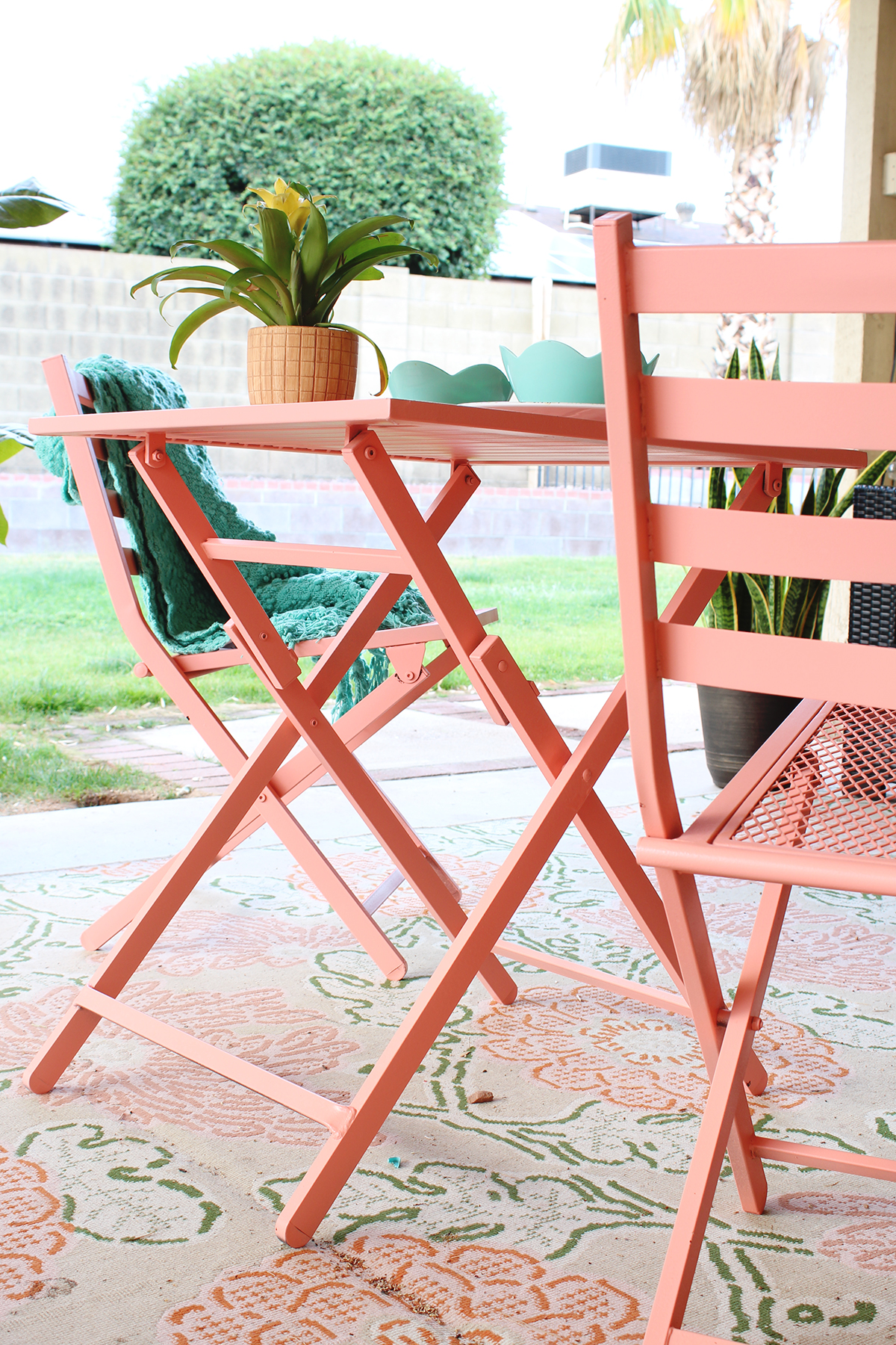 DIY Outdoor Lounge Space - Classy Clutter