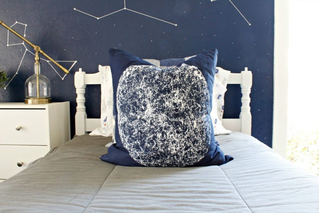 Boy's Space Room Makeover - www.classyclutter.net