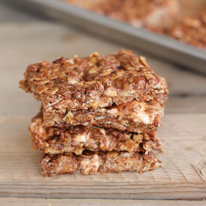 No Bake Chocolate Oat Crispy Bars