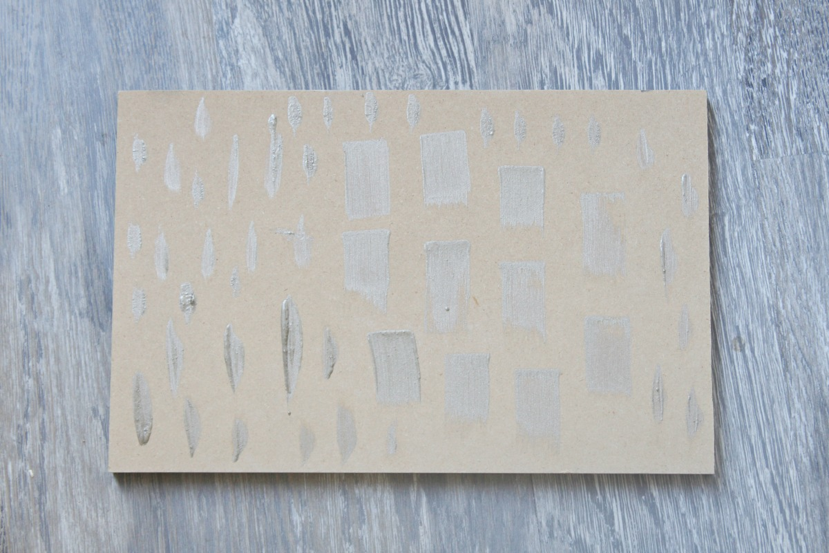 diy-brush-stroke-wall-with-decoart-metallics