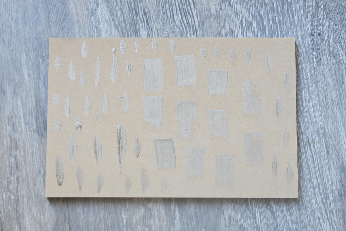 diy-brush-stroke-wall-with-decoart-metallics