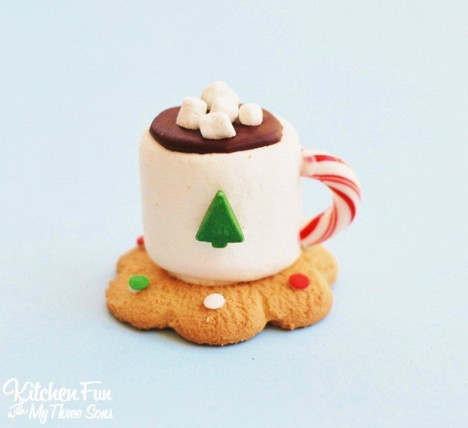 christmas-hot-chocolate-marshmallow-cookie-mug-treats-5-680x622