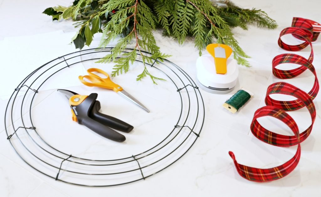 diy-fresh-christmas-wreath-materials