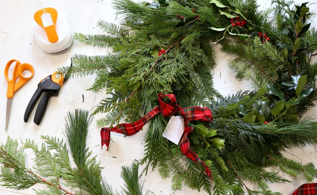 diy-fresh-christmas-wreath-the-perfect-gift