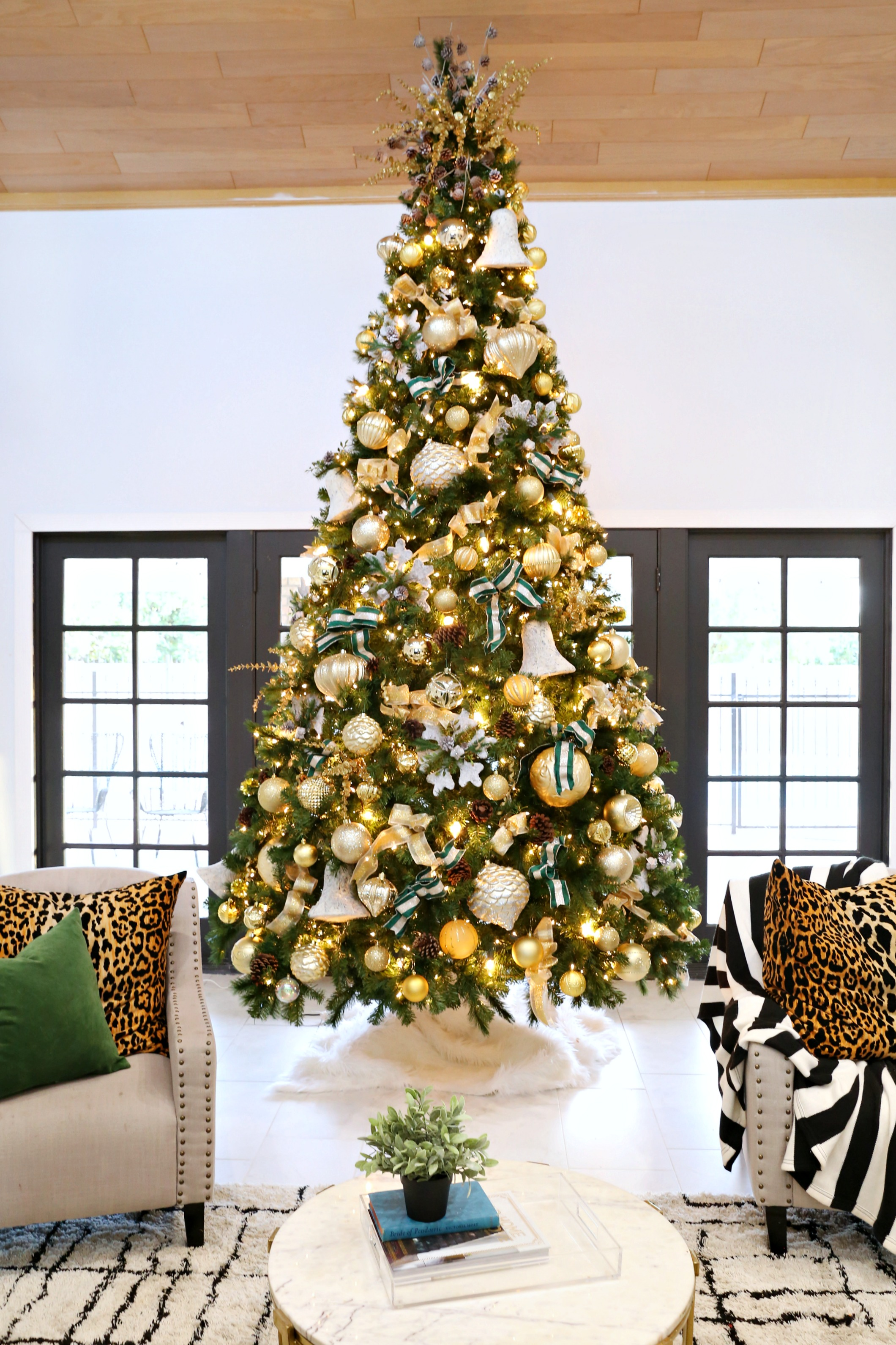 Gold And Green Christmas Tree Decoration Ideas