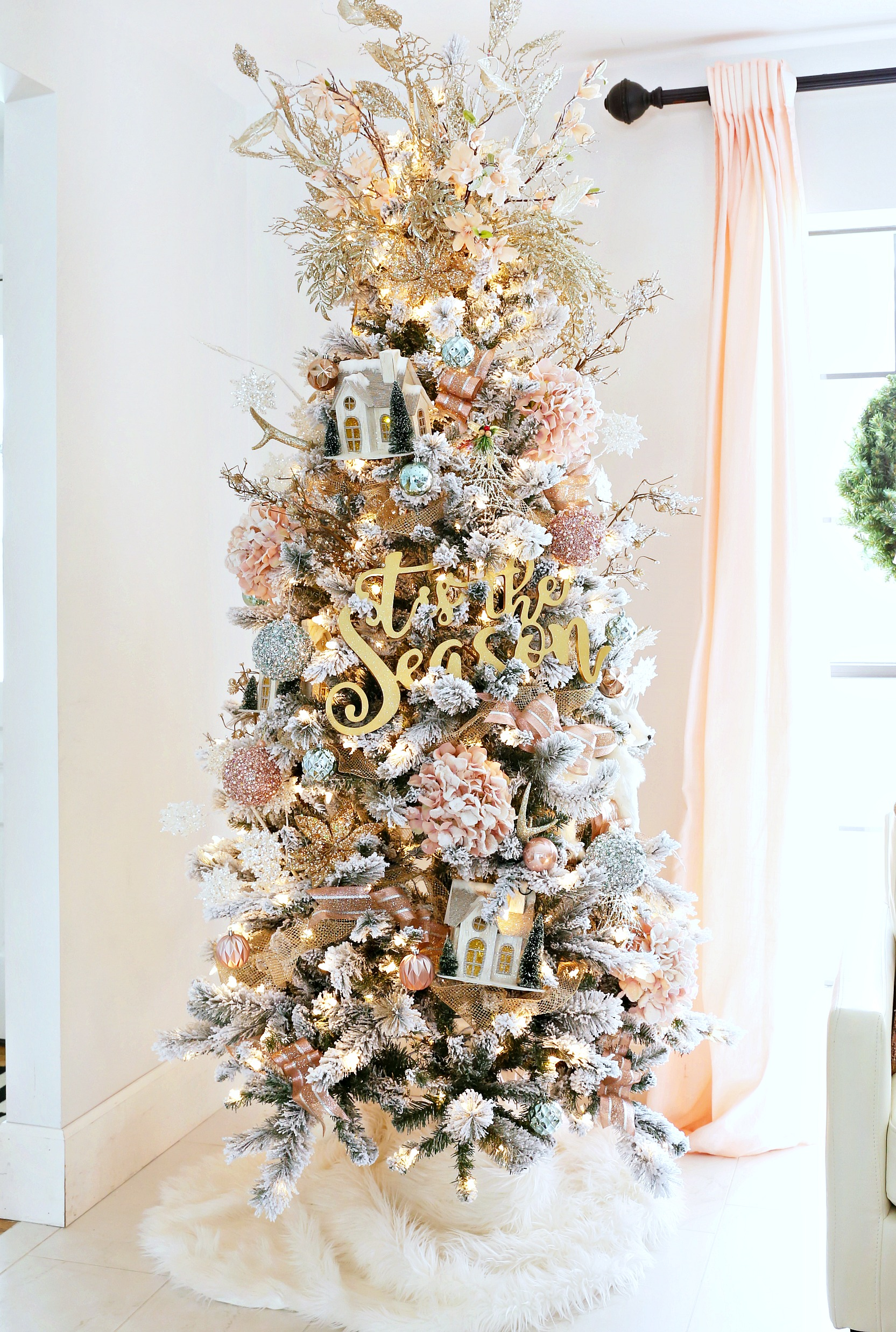 Christmas Tree Decorated.12 Christmas Tree Decorating Ideas