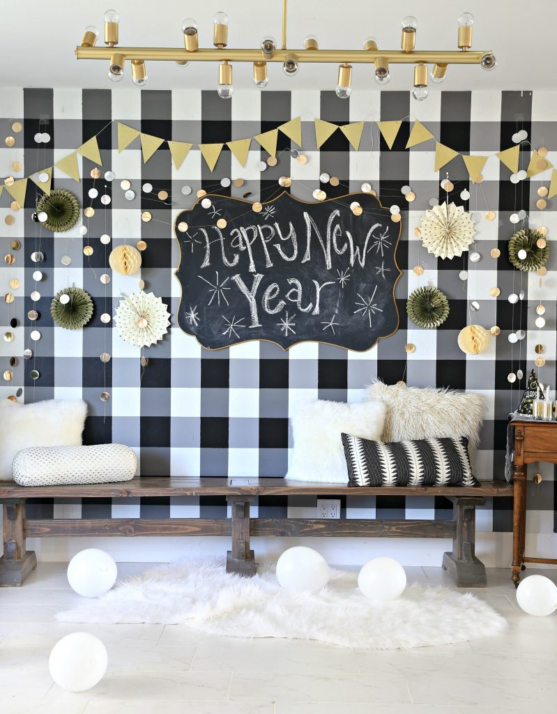 I loved everything I got at JOANN because it made it so easy for me to put together something awesome for New Years decor. I loved that I was able to find ... & New Years Eve Party Decorations 2018 - Classy Clutter