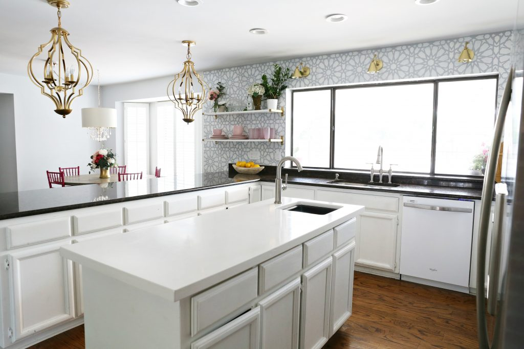 Kitchen Pendant Lights over Island and Peninsula