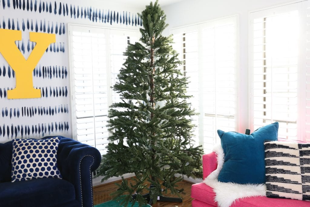 I always decorate the Christmas Tree with the same basic steps, I will share how I decorate a Christmas Tree in just a few easy steps. Before you know it your Christmas tree will look like a professional did it.