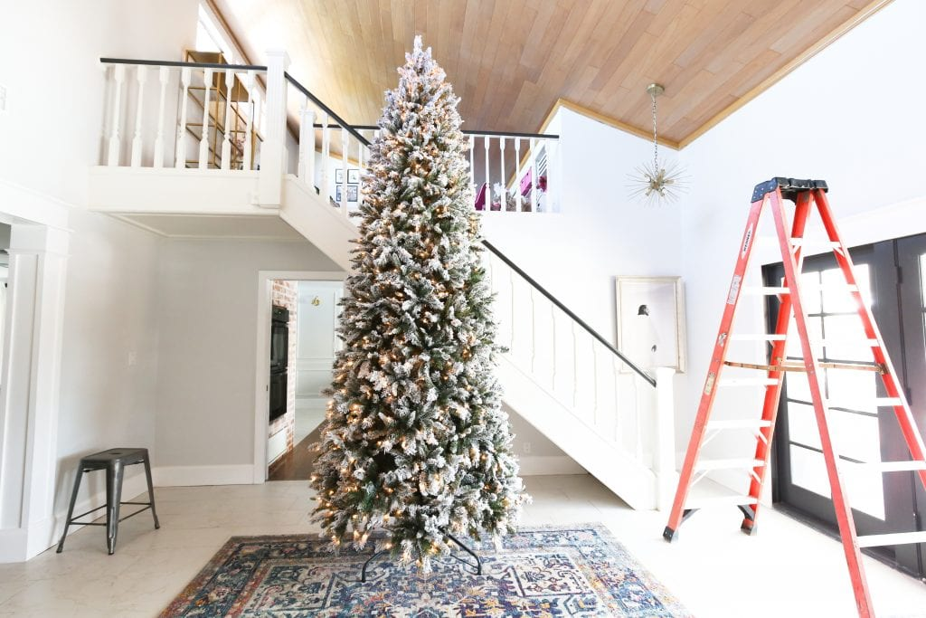 I want to help you do a DIY Christmas Tree! I can help you with just a few simple tips